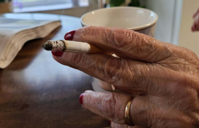 momscigarette